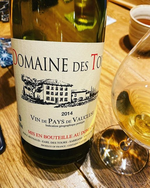 "winy.tokyo on Instagram: ""Vaucluse Blanc 2014 / Domaine des Tours (Emmanuel Reynaud) - #Rhone, #France (#Clairette) ヴォークリューズ・ブラン 2014 / ドメーヌ・デ・トゥール(エマニュエル・レイノー)-…"" (19887)"