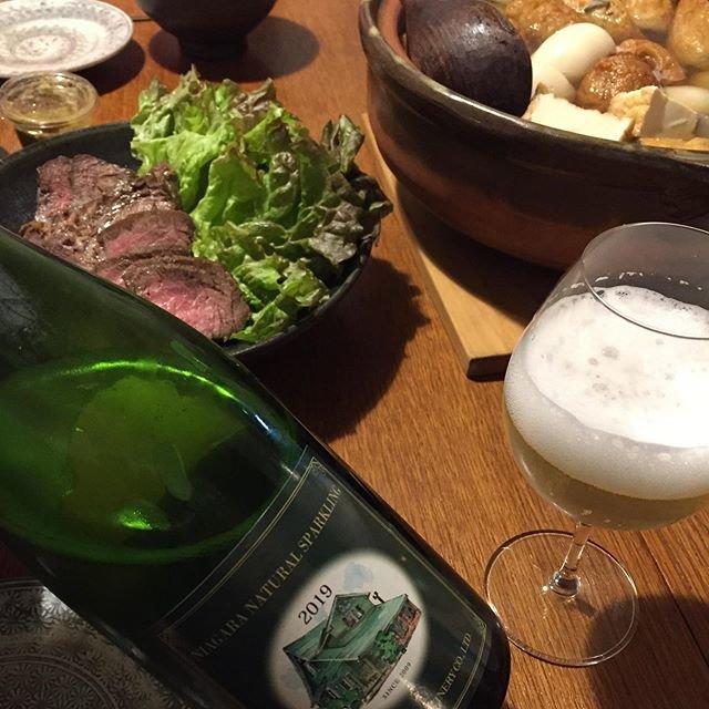"""Takuro Koga on Instagram: """"そして昨日の晩御飯より。 カミさん謹製のローストビーフと、おでん。 飲んだのは、さっぽろ藤野ワイナリーの、 ナイアガラ ナチュラル スパークリング  アンセストラル2019。瓶内一次発酵ですね。 ナイアガラの華やかな香り、濁りの旨味、…"""" (19954)"""