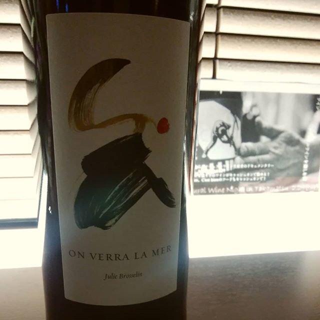 """C'est bien on Instagram: """"久々にジュリーのワインを開けましょう。 ラングドックの明るくキュートな女性の造り手、ジュリー・ブロスラン。サンソーのみで造った挑戦的なキュベです。  #onverralamer  #juliebrosselin  #1月のお休みは16,22,26,28…"""" (20118)"""