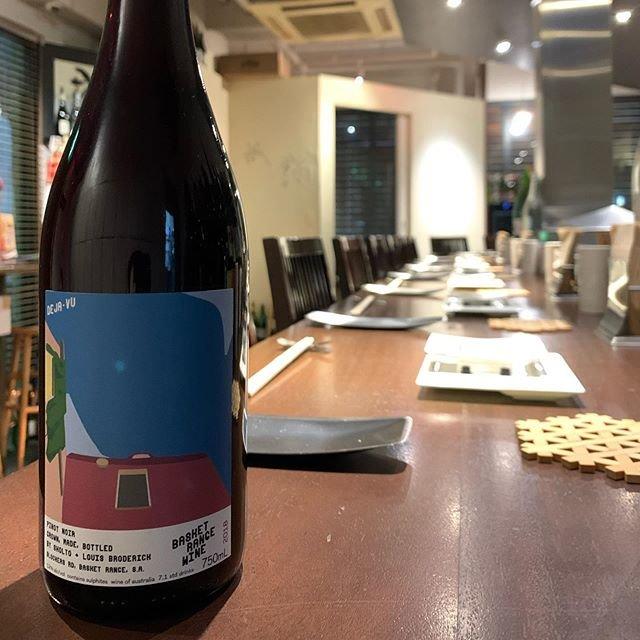 """串かつayano on Instagram: """"《Deja Vu Pinot Noir 2018》 オーストラリアよりBasket Renge Wine 代々受け継がれる葡萄を大切にしつつも新たな品種も育て毎回新たなチャレンジもする若き醸造家Sholt Broderick  自社畑からの早期収穫したPinot…"""" (20160)"""