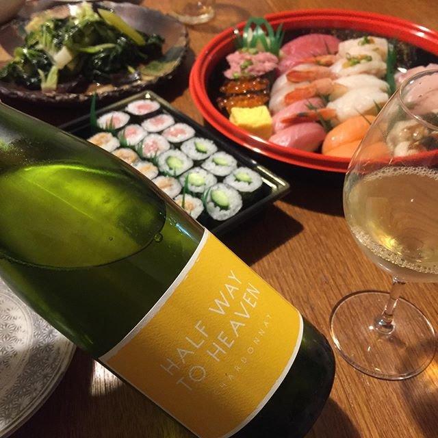 """Takuro Koga on Instagram: """"一昨日の晩御飯より。 熱で1週間寝込んでた娘がようやく回復。。 食欲も落ちてて、本当に可哀想でした。。 「何だったら、沢山食べれそう?」って聞いたら、 即答で「お寿司!」と、のたまうので🤣 ジーニーちゃんばりに願いを叶えましたよ🧞♂️🍣…"""" (20553)"""