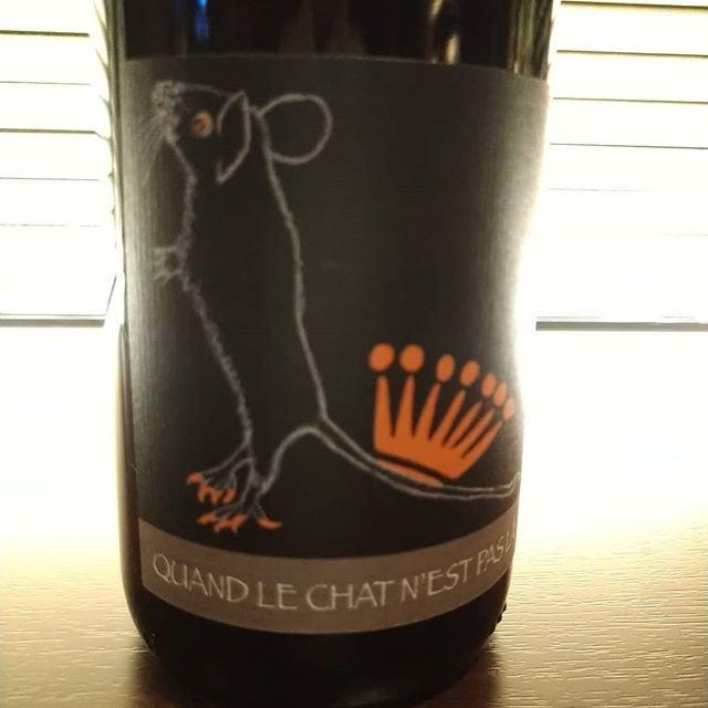"""C'est bien on Instagram: """"昼間春のようだった高松も夜は少し冷えてきました。  ネズミ年にネズミのエチケットのワインを。「ネコがいないうちに」という名前のワイン。ピノグリのオレンジワインです。ご指名お願いします〜  #quandlechatnestpasla  #domainerietsch…"""" (20655)"""