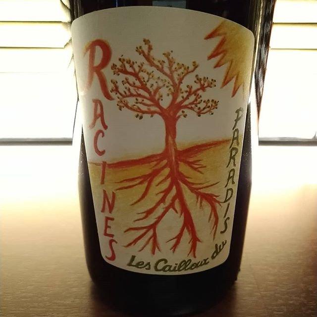 """C'est bien on Instagram: """"月曜ですね。本格的に2月の始まりです。 久々にクルトワさんのラシーヌ14を開けますかね。底冷えのする冬の夜に、暖かくしてじっくり飲みたいワインです。  #lescaillouxduparadis  #racines  #2月のお休みは5,11,12,19,27…"""" (20838)"""
