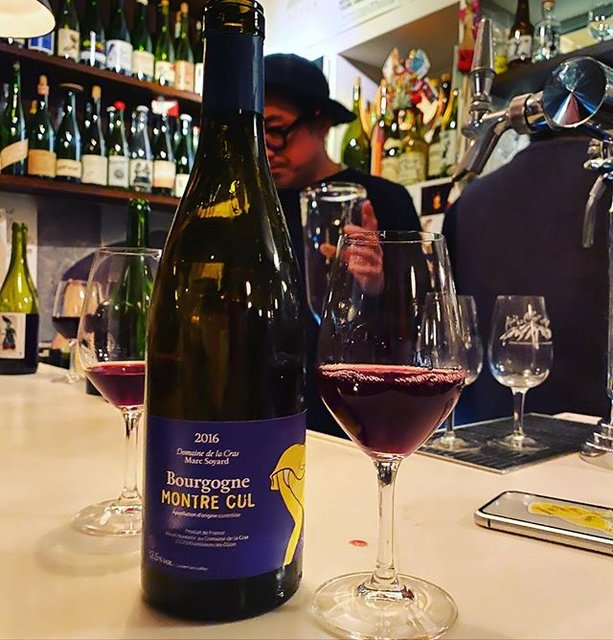 """winy.tokyo on Instagram: """"Bourgogne Montre Cul 2016 / Domaine de la Cras (Marc Soyard) - #Bourgogne, #France (#PinotNoir) ブルゴーニュ・モントル・キュ 2016 /…"""" (21018)"""