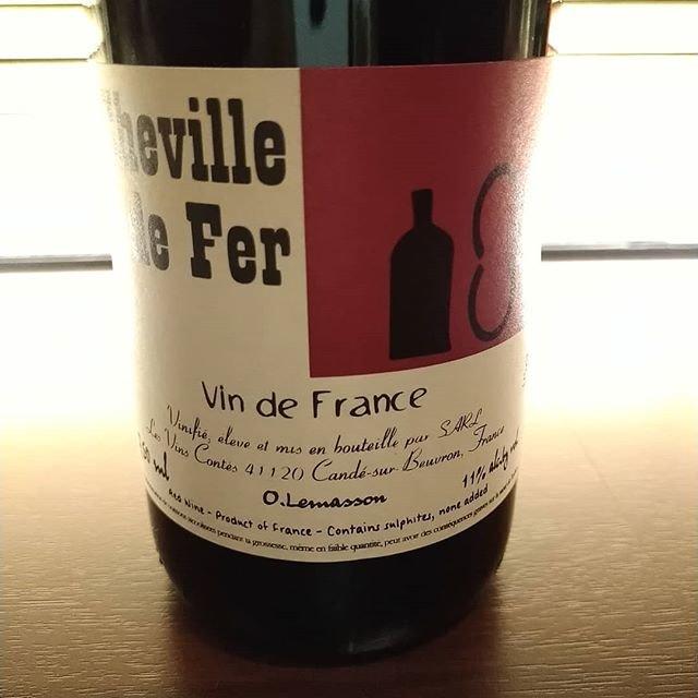 """C'est bien on Instagram: """"今日も寒い1日でしたね。こんな日にまたしっかり目の赤を。  ロワールのレ・ヴァン・コンテ。コー100%のキュベ。アルゼンチンでマルベックという名前で、濃いけど涼やかさも感じさせるワインになる品種。ロワールでもだいぶ違う表情で造られています。  #chevilledefer…"""" (21052)"""