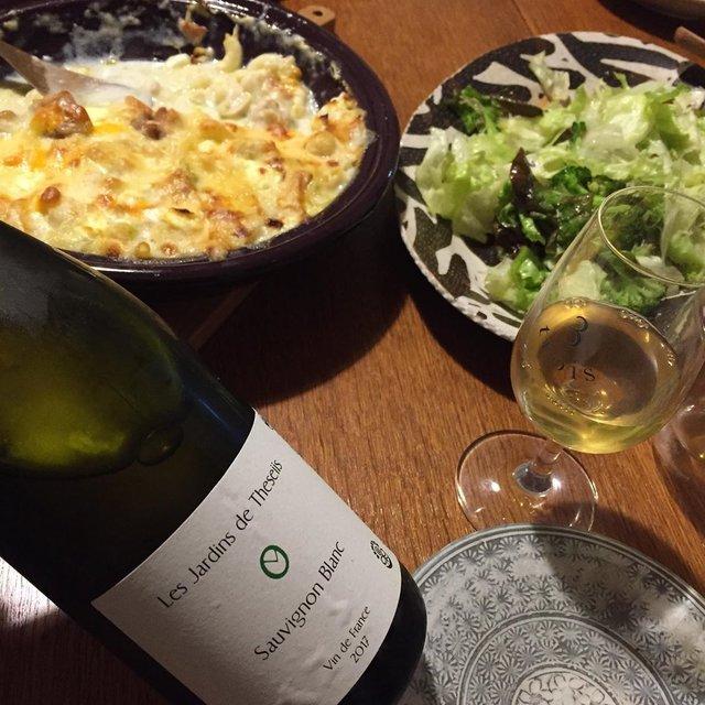 """Takuro Koga on Instagram: """"いつかの晩御飯より。 バタバタでアップするタイミングがなく、 店頭で猛プッシュしてたら在庫僅少ですが。。 タジン鍋いっぱいのグラタンともりもりサラダ。 飲んだのはフランスのロワール。 惜しまれつつも引退した巨匠、 ブルーノアリオンのテゼ村の畑を引き継いだ、…"""" (21196)"""