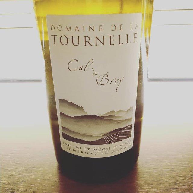 """C'est bien on Instagram: """"小春日和の高松。穏やかな3連休最終日。 明日はワインコーリング上映イベントでルーション祭り。ですので今夜はジュラの美しいシャルドネを。ドメーヌ・ラ・トゥルネルの2015です。  ゆるゆるとお待ちしています。  #domainedelatournelle  #culdubrey…"""" (21354)"""