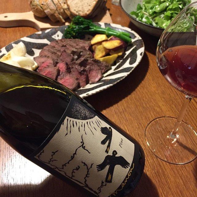 """Takuro Koga on Instagram: """"いつかの晩御飯より。 コロナで大変な状況ですが、 ルーティーンは崩さずに飲んでいます。 仕事も体調もコンディションを保つ事が大切。 1ヶ月お疲れ様で、2月の肉の日に鹿を焼き、 タロー屋さんのパンと一緒にいただきました。 飲んだのはマノンのピノ。…"""" (21754)"""