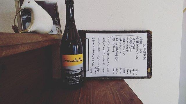 """CANCAN on Instagram: """"3月22日 オープンしました。  三連休最終日の今日は日曜営業、16時までです。 よろしくお願いいたします🙏  #カンカン #CANCAN #大磯 #vinnaturel #vinnature #自然派ワイン #小皿料理 #小さな店 #酒場 #居酒屋 #bianchetto…"""" (21911)"""