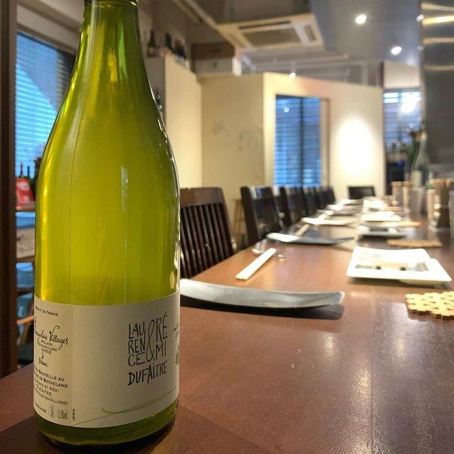"""串かつayano on Instagram: """"《Le Blanc Beaujolais Villages 2018》  フランス、ボジョレーよりRemi Dufaitre  畑を購入後、当初は組合に売っていた葡萄を2010年より醸造を開始、進化への貪欲さを忘れないRemi 旨味溢れるワインを伝統的なボジョレーの醸造。…"""" (22018)"""