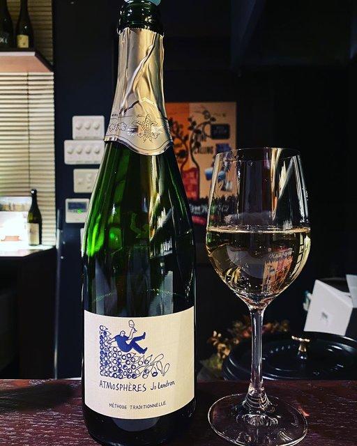 "winy.tokyo on Instagram: ""Vin Mousseux ATMOSPHERES NV / Domaine Landron (Joseph Landron) - #Loire, #France (#Folle Blanche 80%, #PinotNoir 20%) ヴァン・ムスー・アトモスフェール NV /…"" (22225)"