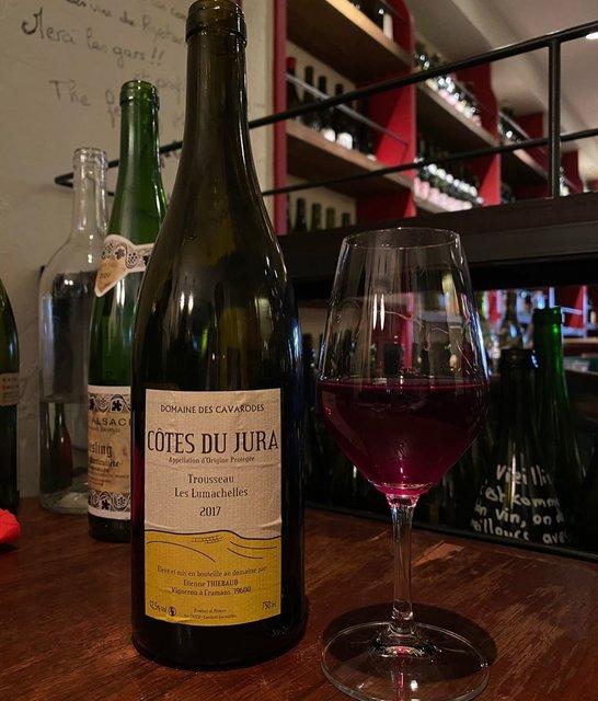 "winy.tokyo on Instagram: ""Trousseau Les Lumachelle 2017 / Domaine des Cavarodes (Etienne Thiebaud) - #Jura, #France (#Trousseau) トゥルソー・レ・ルマシュール 2017 /…"" (22332)"