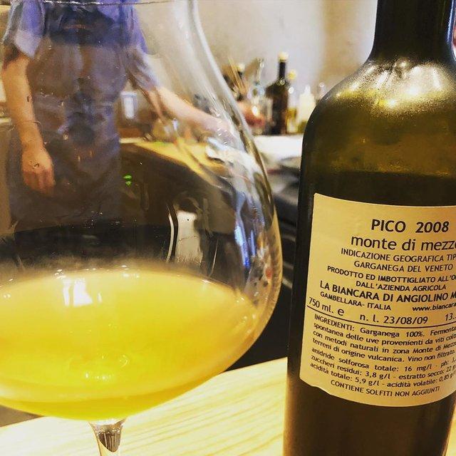 """Beau Temps's Instagram post: """"4月24日金曜日、今週のおうちバー、 グラス越しに映るあの方が登場?  大変だ、興奮してきた  第二回『おうちバー』は、 4月24日(金)、 ゲストは粗餐の石井さんをお呼びして開催します!! テーマのワインは、  Sassaia2018/La Biancara…"""" (22436)"""