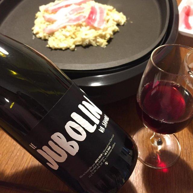 """Takuro Koga's Instagram post: """"昨日の晩御飯より。 岡山のコルトラーダさんに送っていただいた、 はざかけ粉でお好み焼きを。 生地が美味し〜。 ソースより醤油が合うお好み焼きでした! 飲んだのはフランスのロワール、 ジュリアンピノーのガメイ、ジュヴォラン'18です。 これ、めちゃくちゃ美味しかったですぅぅぅ!…"""" (22439)"""
