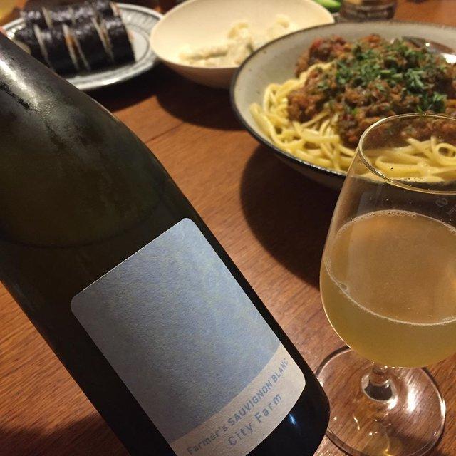 """Takuro Koga on Instagram: """"こないだの晩御飯より。 再びトキワのパスタソースで晩御飯🍝✨ あと水餃子と、隣の和食屋さんにいただいた巻寿司。 飲んだのは清澄白河フジマル醸造所の、 ファーマーズ ソーヴィニョンブランです! これ去年めちゃくちゃ好きだったのを覚えてて、…"""" (22812)"""