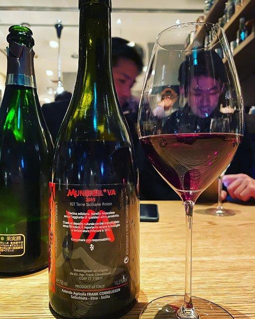 "winy.tokyo on Instagram: ""Munjebel Rosso VA 2013 / Frank Cornelissen - #Sicilia, #Italy (#NerelloMascalese) ムンジェベル・ロッソ VA 2013 / フランク・コーネリッセン -…"" (22820)"