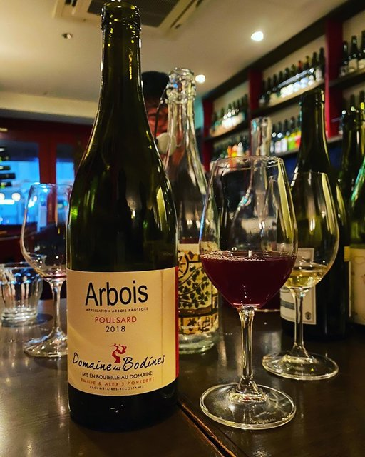 "winy.tokyo on Instagram: ""Arbois Poulsard 2018 / Domaine des Bodines (Emilie & Alexis Porteret) - #Jura, #France (#Poulsard) アルボワ・プールサール 2018 / ドメーヌ・デ・ボディネ(エミリー &…"" (22889)"