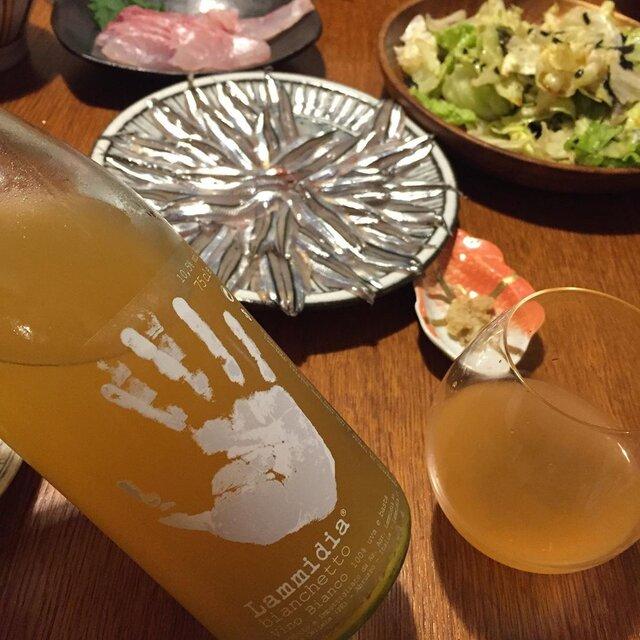 """Takuro Koga on Instagram: """"昨日の晩御飯より。 気がつけば5日も投稿してませんでした。。 朝に時間の余裕がないとダメですねぇ。 ところで昨日はカミさんが奮発して、 馴染みの魚屋さんで鰻を買ってくれて、 キビナゴをさばいて刺身にしてくれました。 控えめに言っても最高😭 飲んだのはイタリアのアブルッツォの白!…"""" (22982)"""