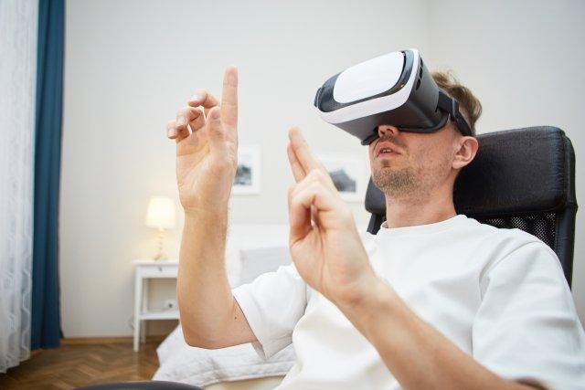 うつ病患者に対する認知行動療法にVRを活用へ VRコンテンツによりポジティブ感情を喚起する