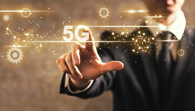 通信速度100倍!?4Gとの比較から見る5Gの特徴や課題を解説