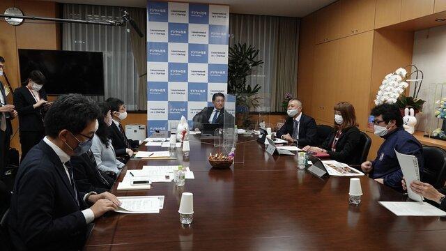 平井デジタル改革相、アイデアボックスに投稿した自治体職員と「第2回オープン対話」を実施