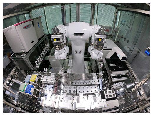 理研、ヒューマノイドロボットとAIによる自律細胞培養システムを開発