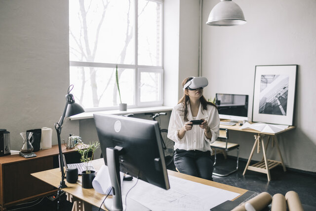 VRChatが人気の理由は?VRとSNSを組み合わせたサービスを解説