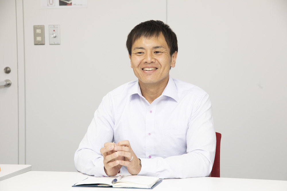 株式会社 JALグランドサービス 塩川貴之氏(以下、塩川)
