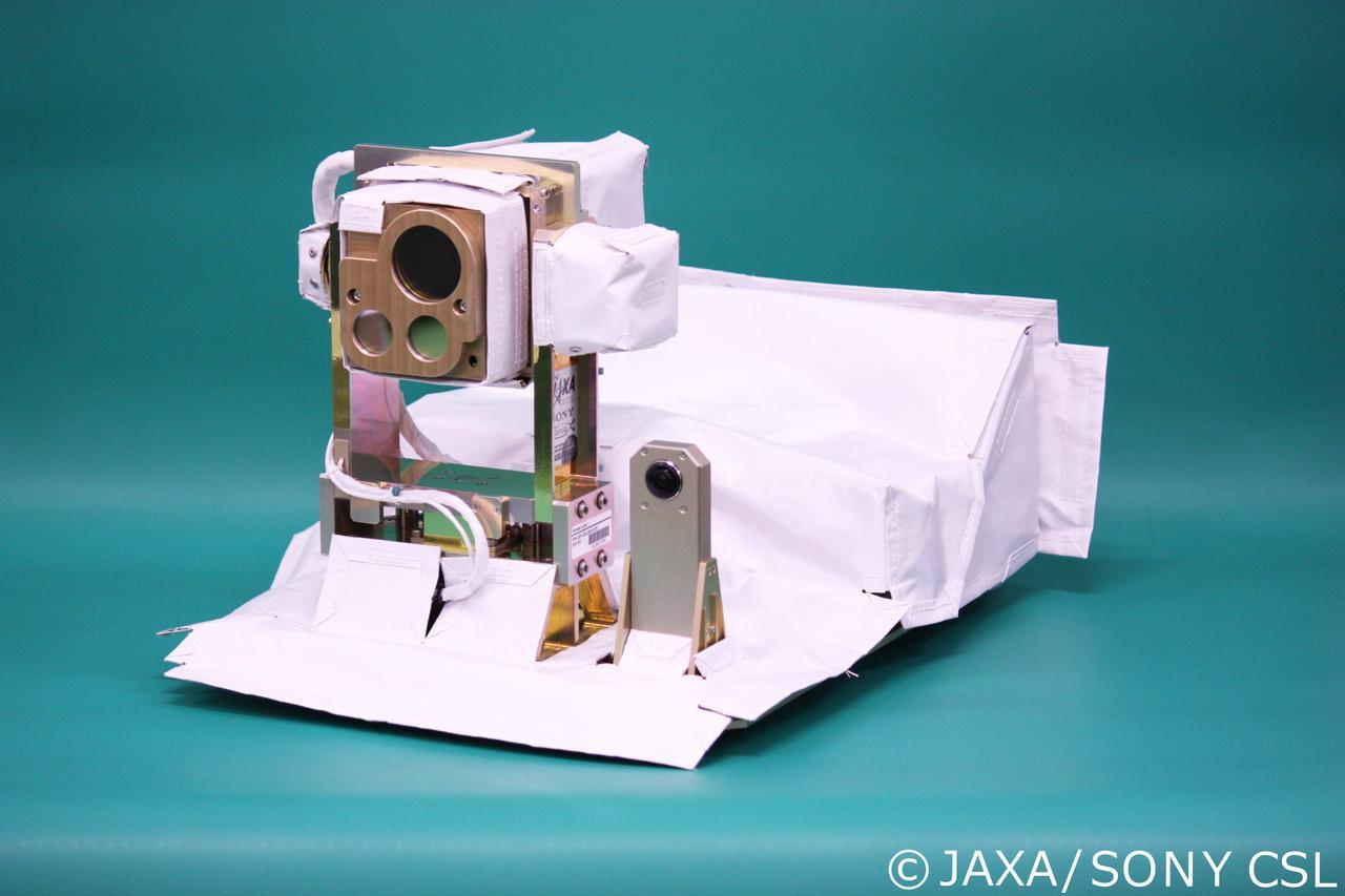 小型衛星光通信実験装置「SOLISS」(JAXA提供)