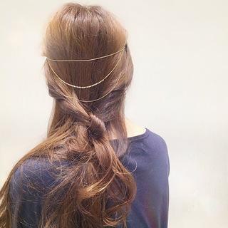 バックカチューシャ風に使えるヘアアクセサリー。これ一つ...