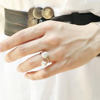 細いリングが特徴で、尖りがないため安心して身につけるこ...