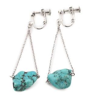 ターコイズの原石を使用したイヤリングは夏にぴったりのイ...