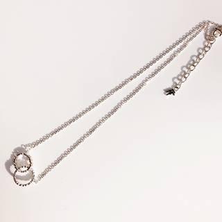 小さなハートでできたサークルが重なったネックレスです。...