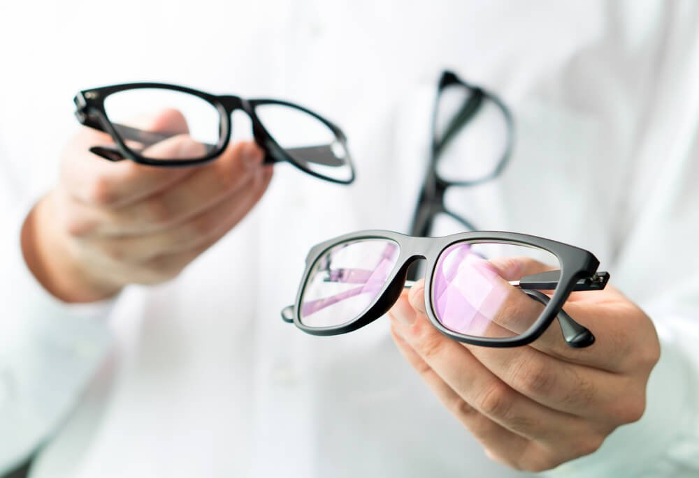 【メガネの基礎知識】メガネのフレームやレンズの種類とその特徴