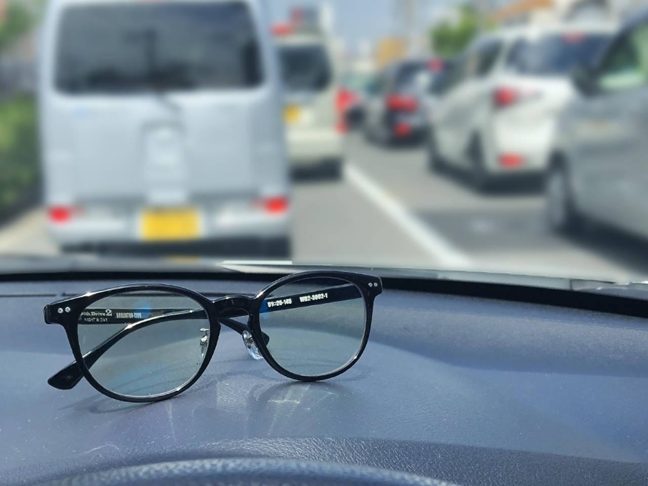多発する自動車事故を未然に防ぐ!夜間運転の眩しさを抑え明るさを確保する昼夜兼用サングラスに新作登場!