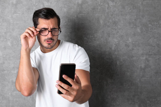 スマホ老眼の症状と予防に効果的な5つの方法を解説!