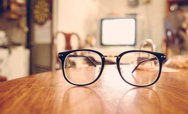 メガネレンズの傷は修理できる?傷つきにくいレンズも紹介