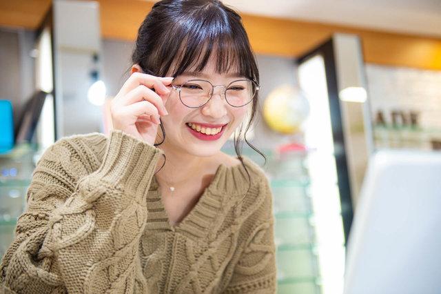 【似合うメガネ見つけます】オシャレなメガネ選びに密着!〜20代女性・丸顔編〜