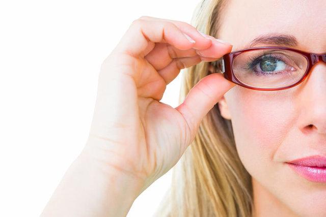 もしかして老眼?初めての老眼鏡の選び方と眼鏡の使い分け