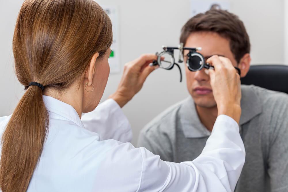 老眼の症状や検査内容について。老眼の矯正方法も紹介
