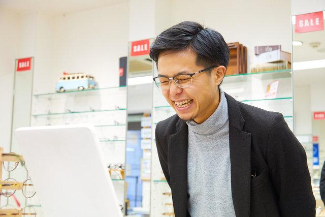 【似合うメガネ見つけます】オシャレなメガネ選びに密着!〜20代男性・逆三角形顔編〜