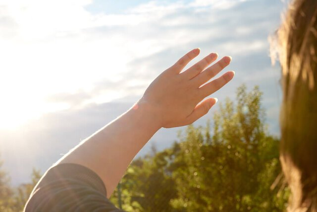 目の日焼けの仕組みと対処方法とは?紫外線から目を守る4つの対策