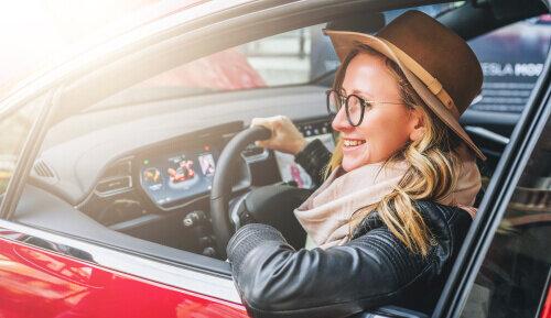 遠近両用メガネで運転できる?快適なドライブを実現させるメガネの選び方