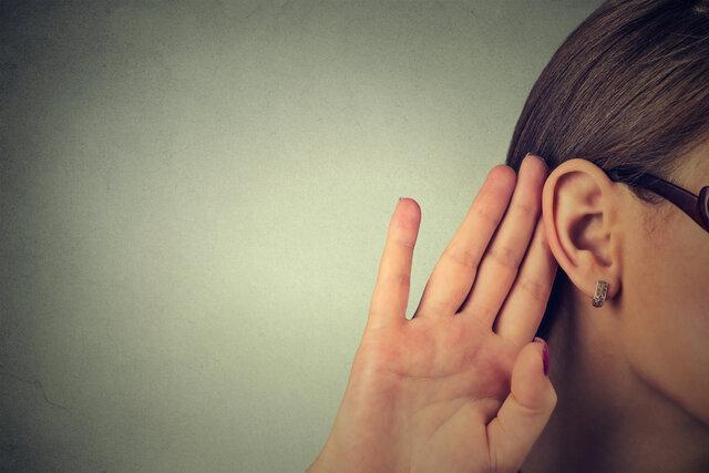 難聴者とのコミュニケーションのコツとは?スムーズな会話に役立つツールも紹介
