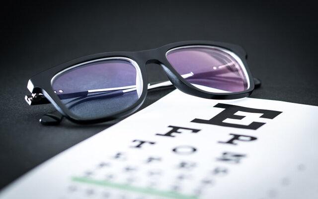 夜と昼で視力が変わる?夜間視力を理解しよう。おすすめの夜用メガネも紹介
