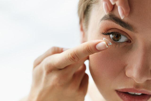 花粉症でもコンタクトを使いたい!対策方法や目薬をさすタイミングを解説