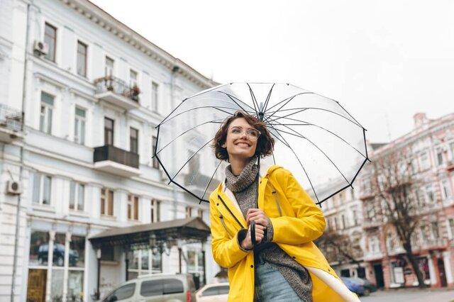 梅雨にまつわるメガネのお悩みを解決!曇りの予防策とメンテナンス方法を紹介