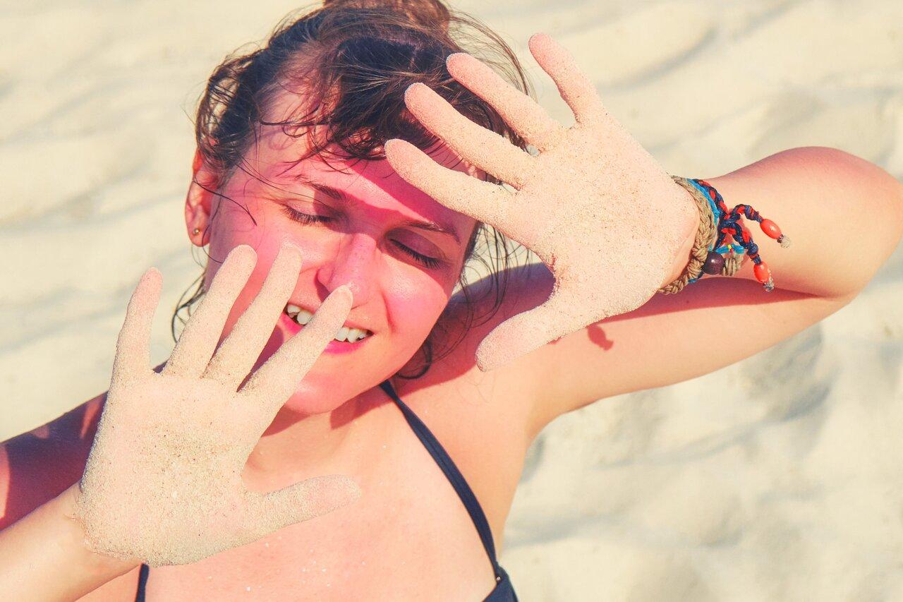 【皮膚科医が監修】紫外線対策だけじゃ不十分?肌老化を招く太陽光とその対策とは