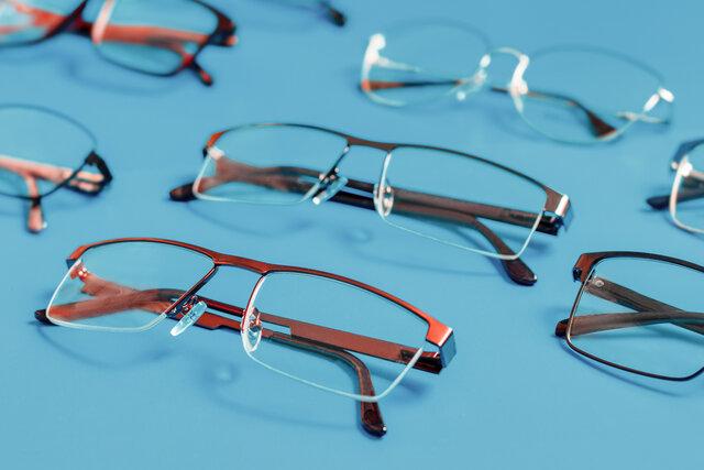 知的な印象のハーフリムメガネ。似合う人や選び方、おすすめ商品を紹介