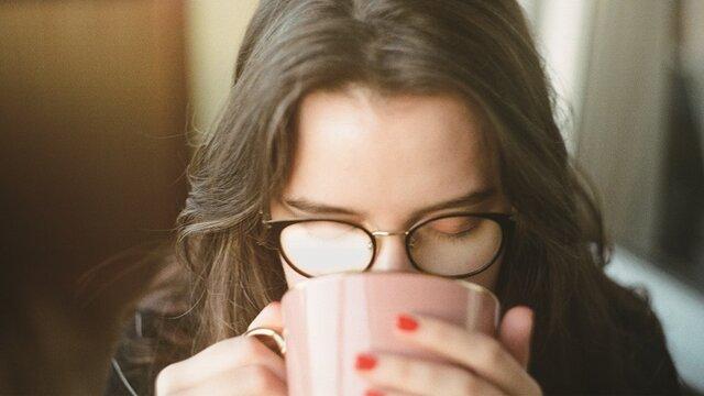 曇りにくいメガネ、メガネで近赤外線カット、花粉がつきにくい…レンズのコーティングでもっと快適に!
